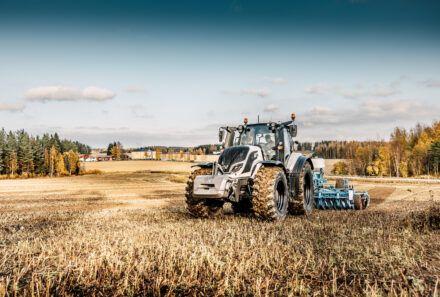 Valtra Tractor Specialist Job Opportunity!